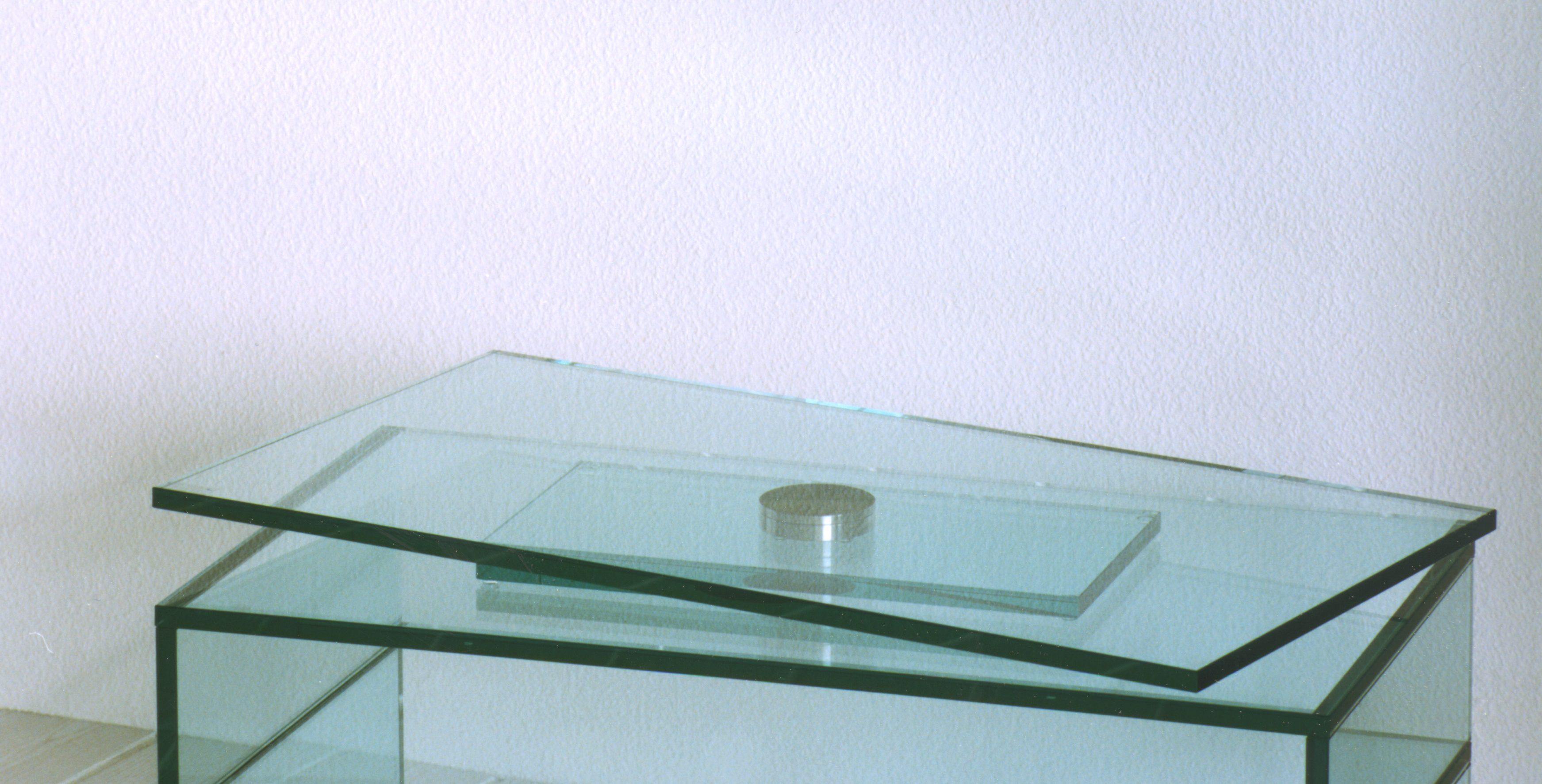 tv glasdrehteller drehtableau aus glas paul snajdar glasm bel. Black Bedroom Furniture Sets. Home Design Ideas